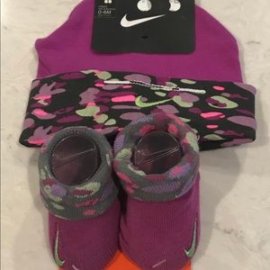 Nike hat and booties set